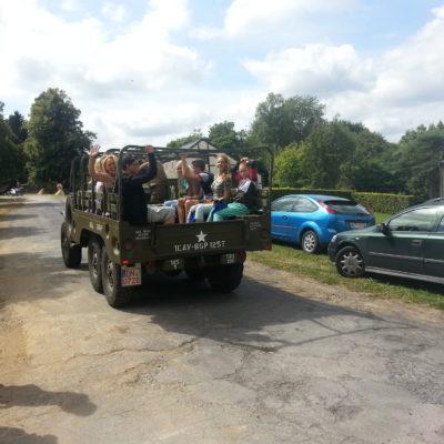 De kids mochten mee op de vrachtwagen