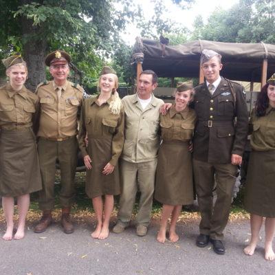In originele kledij geklede groepsfoto