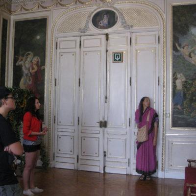 De zaal met tentoonstelling en uitleg