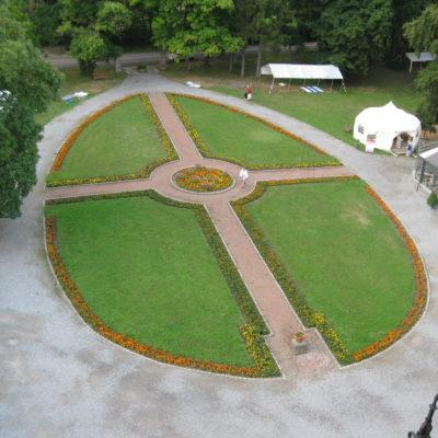 de 4 elementen, windstreken, als symbool in de tuin van Rahadesh